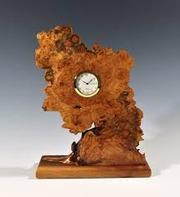 Авторские настольные часы вырезанные из капа дуба. Под заказ.